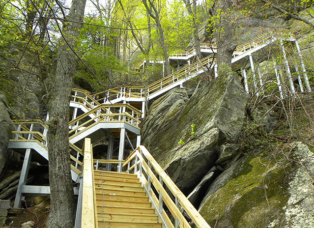 chimneyrock_outcroppings_trail_0